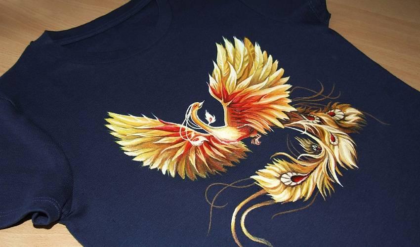 Яркий рисунок на футболке