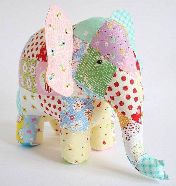 Слон из лоскутов ткани