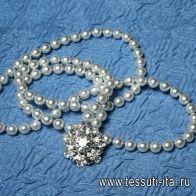 Брошь металл серебро со стразами и нить жемчуга - итальянские ткани Тессутидея